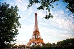 Эйфелева башня на заходе солнца в Париже, Франции HDR Романтичная предпосылка перемещения Стоковая Фотография