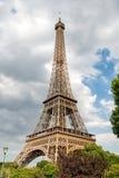 Эйфелева башня на заходе солнца в Париже, Франции HDR Романтичная предпосылка перемещения Стоковое фото RF