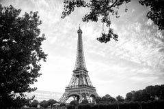 Эйфелева башня на заходе солнца в Париже, Франции HDR Романтичный ба перемещения Стоковые Изображения RF