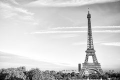 Эйфелева башня на заходе солнца в Париже, Франции HDR Романтичный ба перемещения Стоковая Фотография