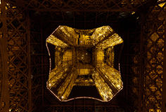 Эйфелева башня на ноче Стоковые Изображения RF