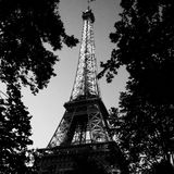Эйфелева башня ночью Стоковая Фотография RF