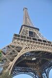 Эйфелева башня от угла стоковое изображение rf