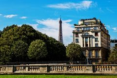 Эйфелева башня от Les Invalides, Парижа Стоковые Фото