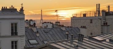 Эйфелева башня Парижа под заходом солнца стоковое изображение rf