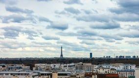 Эйфелева башня с облаками заплывания видеоматериал