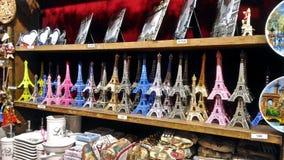 Эйфелева башня Souvernirs! стоковые фотографии rf
