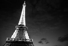 Эйфелеваа башня на ноче (Чернота/белизна) Стоковые Изображения