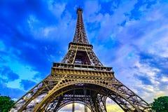 Эйфелева башня в заходе солнца освещает, Париж, Франция, Европа Стоковое Изображение RF