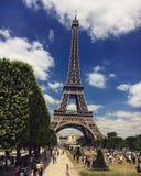 Эйфелева башня в небе Стоковые Изображения RF
