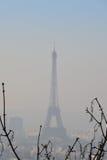 Эйфелева башня в тумане утра Стоковые Изображения