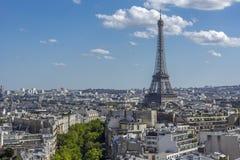Эйфелева башня горизонта Парижа Стоковое Изображение RF