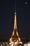 Эйфелева башня и луна Стоковое Изображение