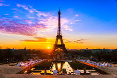 Эйфелева башня на восходе солнца, Париж. Стоковая Фотография RF