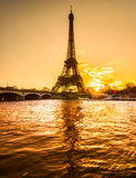 Эйфелева башня на восходе солнца, Париж. Стоковая Фотография