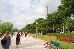 Эйфелева башня на заходе солнца в Париже, Франции Романтичная предпосылка перемещения Стоковая Фотография