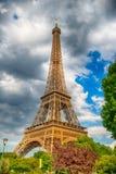 Эйфелева башня на заходе солнца в Париже, Франции HDR Романтичная предпосылка перемещения Стоковое Изображение RF