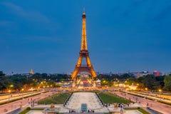 Эйфелева башня на сумраке Стоковые Изображения RF