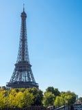 Эйфелева башня ориентир ориентир в Париже Стоковое фото RF