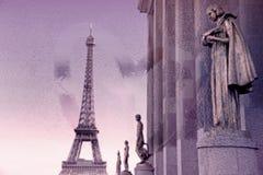 Эйфелева башня от Trocadero, Парижа, с взглядом через влажное стеклянное окно (Ретро стиль) Стоковые Изображения RF