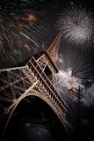 Эйфелева башня & x28; Париж, France& x29; с фейерверками стоковые фотографии rf