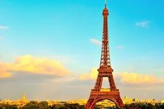 Эйфелева башня с Invalides в предпосылке Стоковое фото RF