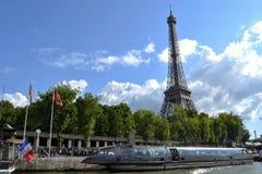 Эйфелева башня, Le Saphir, река Siene Стоковые Фото