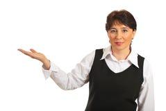 экзекьютив делая возмужалую женщину представления стоковое фото rf