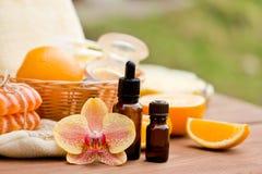 экзотическая спа продуктов массажа цветка облицовывает полотенце Продукты для того чтобы сразить целлюлит Стоковое фото RF