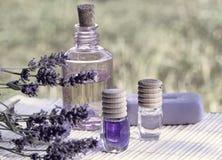 экзотическая спа продуктов массажа цветка облицовывает полотенце Стоковое Фото