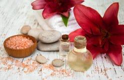 экзотическая спа продуктов массажа цветка облицовывает полотенце Стоковые Фото