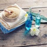 экзотическая спа продуктов массажа цветка облицовывает полотенце Стоковая Фотография RF