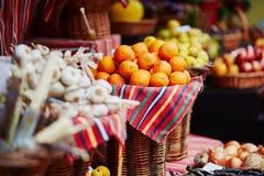 Экзотические плодоовощи на рынке фермера в Фуншале, Мадейре, Португалии Стоковая Фотография