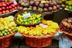 Экзотические плодоовощи на рынке фермера в Фуншале, Мадейре, Португалии Стоковое Фото