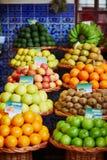 Экзотические плодоовощи на рынке фермера в Фуншале, Мадейре, Португалии Стоковая Фотография RF