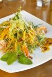 экзотические шримсы соуса салата мангоа стоковые изображения rf