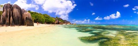 Экзотический красивый взгляд панорамы пляжа Стоковое Изображение RF