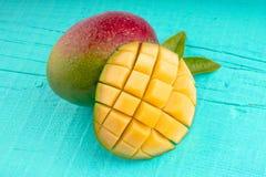 Экзотическое зрелое манго стоковые фотографии rf