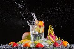 Экзотическое питье с выплеском на черной предпосылке Стоковое Изображение RF