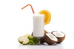 Экзотическое питье Pina Colada с плодоовощами Стоковая Фотография RF