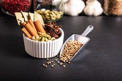 Экзотическое травяное смешивание концепции еды органического st циннамона специй Стоковые Фото