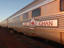 Экипажи известной железной дороги Ghan на утре останавливают в Marla стоковое фото