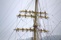 Экипаж корабля взобранный вверх по рангоутам Стоковые Фотографии RF