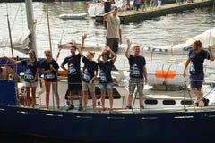 Экипаж корабля во время высокорослых кораблей участвует в гонке Стоковое Изображение