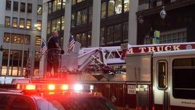 Экипаж отделения пожарной охраны Нью-Йорка сток-видео