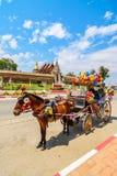 Экипаж лошади в виске Phrathat Lampang Luang, Таиланде стоковые фото