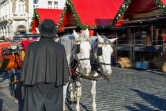 Экипаж лошади на старой городской площади Праги Стоковое фото RF