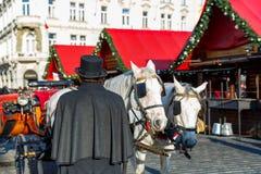 Экипаж лошади на старой городской площади Праги Стоковое Фото