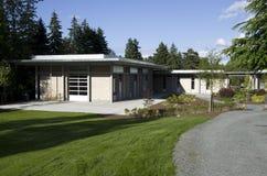 Экологическое современное здание стоковое фото