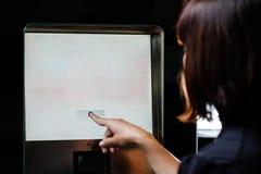 Экран женщины касающий Стоковое фото RF